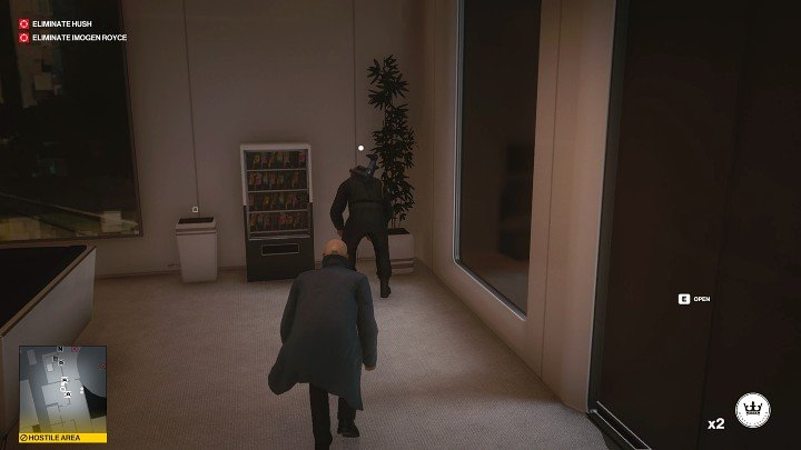 Wait until the guard standing next to you becomes interested in the noise and enters the room - Hitman 3: Imogen Royce - how to kill her? Chongqing, China, walkthrough guide - End Of An Era - Chongqing - Hitman 3 Guide