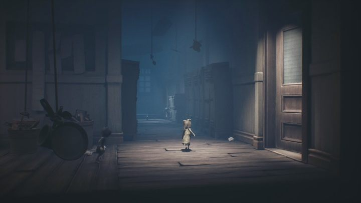 Your route will suddenly change its direction, you don't have to go to the right, but deeper into the corridor - Little Nightmares 2: School - guide, walkthrough description - Chapter 2 - Orphanage - Little Nightmares 2 Guide
