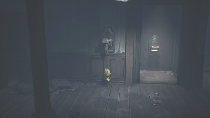 Six will boost you up to the lever so you can start the elevator again - Little Nightmares 2: Crossing the city - a guide, walkthrough - Chapter 4 - Getting to the Tower - Little Nightmares 2 Guide