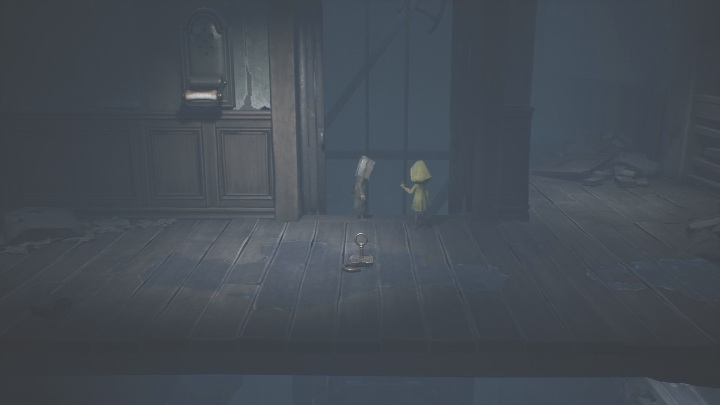 This time you won't be getting inside the elevator, but on top of it - Little Nightmares 2: Crossing the city - a guide, walkthrough - Chapter 4 - Getting to the Tower - Little Nightmares 2 Guide
