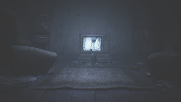 As usual, approach the screen and tune to the right station - Little Nightmares 2: Crossing the city - a guide, walkthrough - Chapter 4 - Getting to the Tower - Little Nightmares 2 Guide